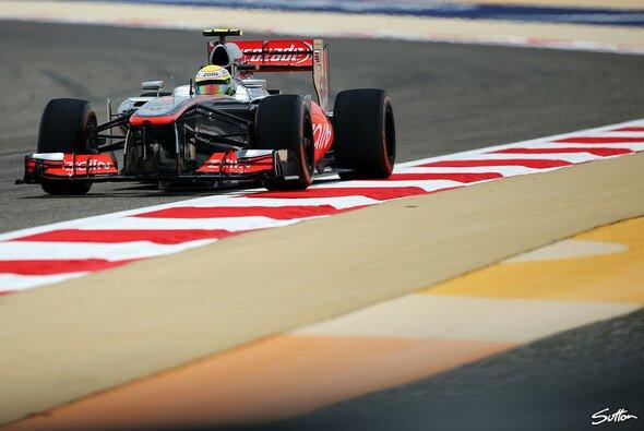 Für Hamilton hat Pérez noch viel zu lernen - Foto: Sutton
