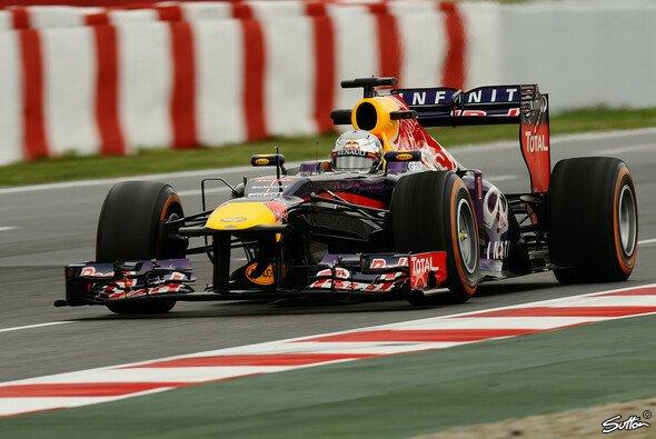 Sebastian Vettel setzte sich hauchdünn durch - Foto: Sutton