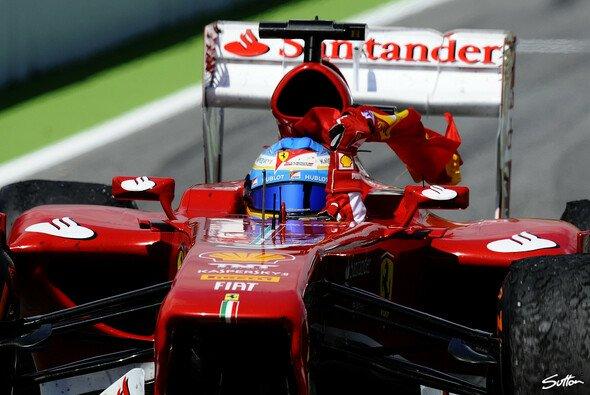 Fernando Alonso feiert einen Heimsieg in Barcelona - Foto: Sutton
