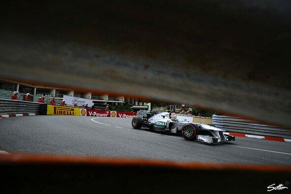 Immer eine enge Kiste: Nico Rosberg gegen Lewis Hamilton - Foto: Sutton