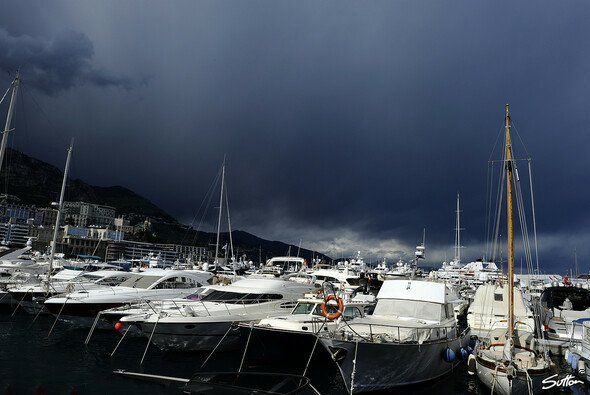 In Monaco ist auch 2018 pünktlich für das Rennen eine dicke Regenfront vorhergesagt - Foto: Sutton