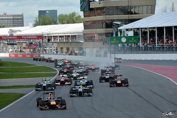Sebastian Vettel musste sich 2013 am Start beider Silberpfeile erwehren