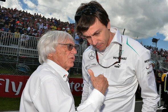 Toto Wolff und Bernie Ecclestone verstehen sich gut - trotz der Kommentare des Briten - Foto: Sutton