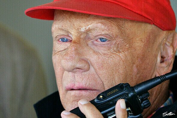 Niki Lauda fragt sich, was Kimi Räikkönen will - Foto: Sutton
