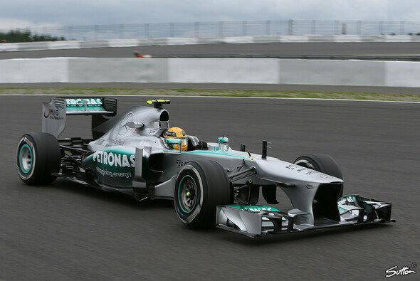 Bei Mercedes war man am Freitag nicht restlos glücklich - Foto: Sutton