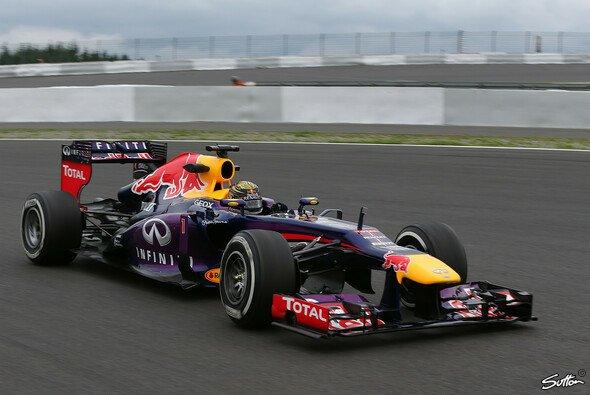Sebastian Vettel setzte sich im 2. Training auf dem Nürburgring durch - Foto: Sutton