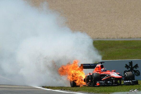 Eine von mehreren Schrecksekunden in der Eifel: Jules Bianchis Marussia mit kapitalem Motorplatzer