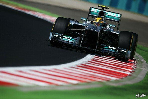 Hamilton nimmt den Ungarn GP von der Pole Position in Angriff