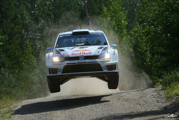 Sebastien Ogier fliegt zu Sieg - Foto: Sutton