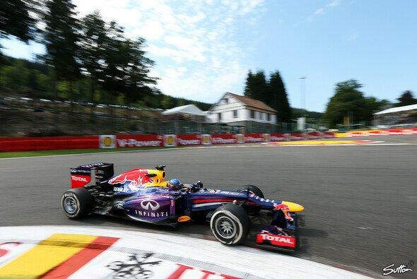 Sebastian Vettel ist mal wieder vorne - Foto: Sutton