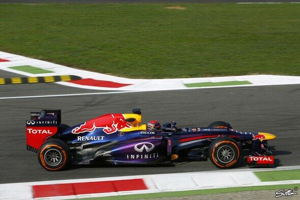 Sebastian Vettel setzte sich im 2. Training deutlich ab - Foto: Sutton