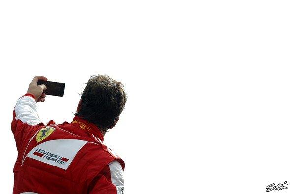Fernando Alonso steht auf Selfies...