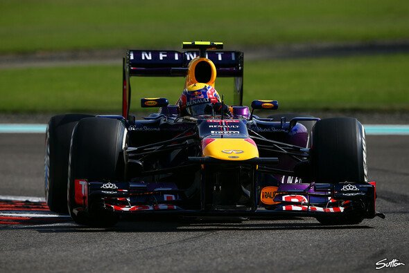 Webber schneller als Vettel - Foto: Sutton