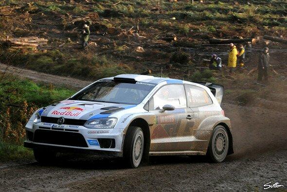 Sebastien Ogier hat die Führung bei der GB-Rallye übernommen