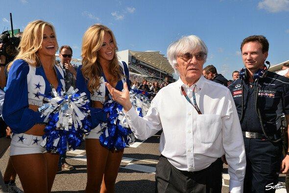 Für Bernie Ecclestone gehören die Grid Girls zur Show der Formel 1 dazu - Foto: Sutton