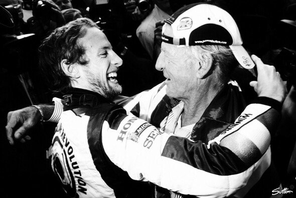 Jenson und John Button feiern Jensons ersten Sieg 2006 in Ungarn
