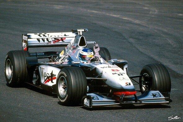 Mit dem MP4-13 gelang Mika Häkkinen der Durchbruch - Foto: Sutton