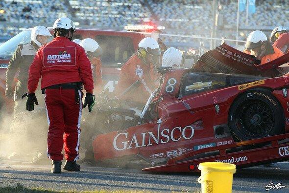 Der Daytona-Prototyp des Bob-Stallings-Teams nach dem Zusammenstoß mit dem Risi-Ferrari