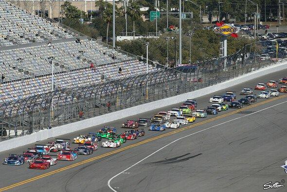 Ganz so viele Fahrzeuge wie 2014 werden es nicht, doch qualitativ wird Daytona ein Genuss - Foto: Sutton