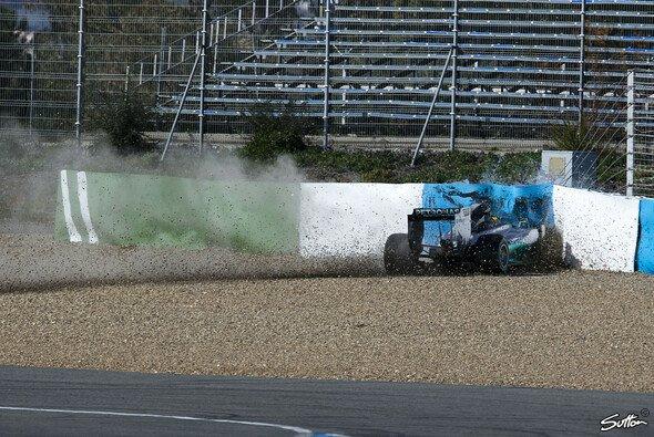 Hamilton sorgte für den ersten Test-Crash