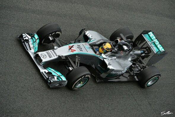 Lewis Hamilton geht als Erster auf die Strecke