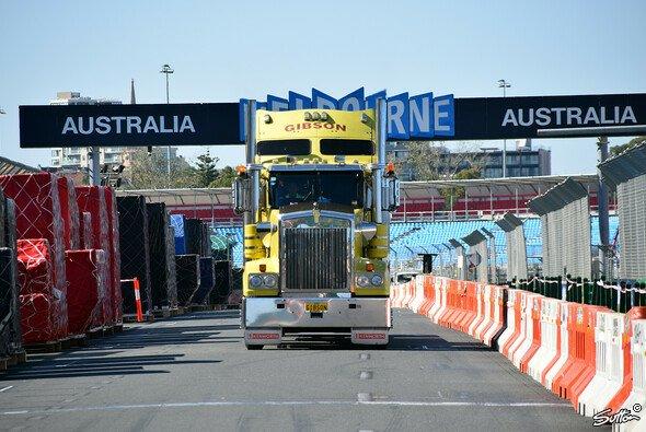 Die Aufbauarbeiten in Melbourne laufen bereits auf höchster Stufe