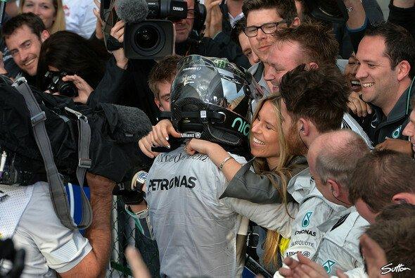Nico Rosberg freut sich über einen kurzen Urlaub mit Freundin Vivian