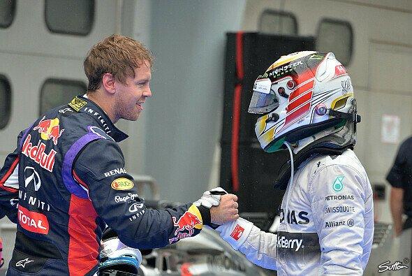 Helm ab, Shake hands: Sebastian Vettel ist zurück in der Spitze