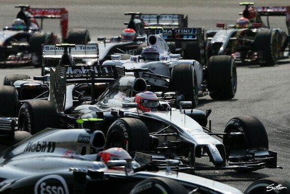 Kevin Magnussen kollidierte leicht mit Kimi Räikkönens Hinterreifen
