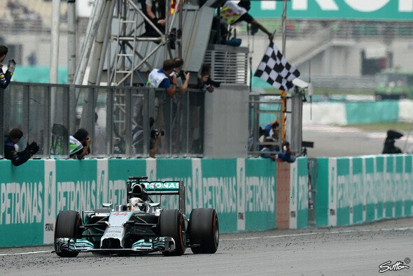 Lewis Hamilton ließ in Sepang nichts anbrennen - Foto: Sutton