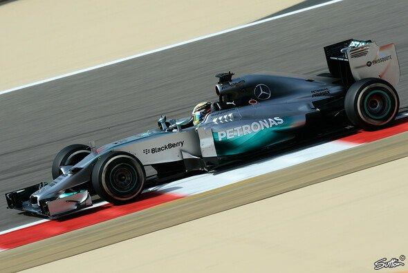 Lewis Hamilton setzt die erste Bestzeit des Wochenendes