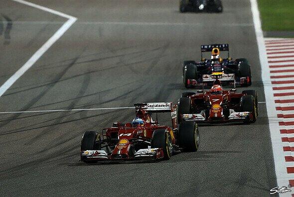 Fernando Alonso hat Kimi Räikkönen bislang klar im Griff