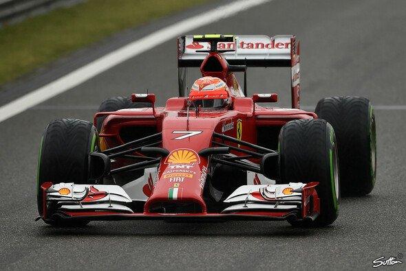 Kimi Räikkönen hat mit dem F14 T zu kämpfen