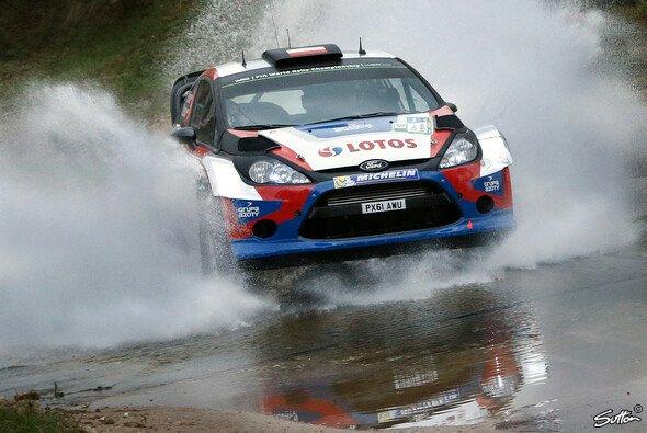 Robert Kubica tut sich in der Rallye-WM noch schwer - Foto: Sutton