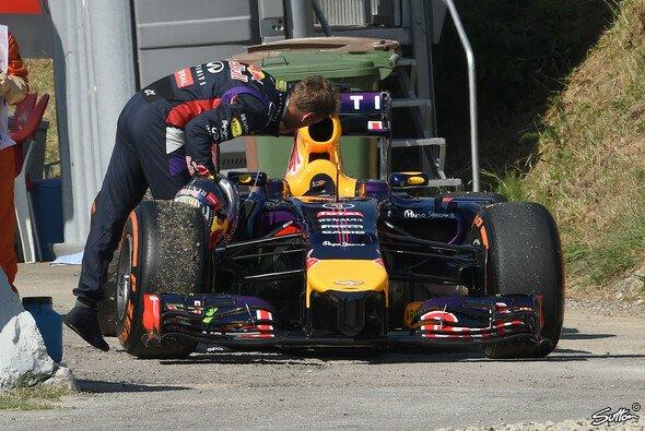 Ein gewohntes Bild in der Saison 2014: Vettels Bolide am Streckenrand