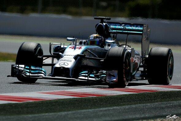 Lewis Hamilton war auch am Freitag in Barcelona das Maß aller Dinge