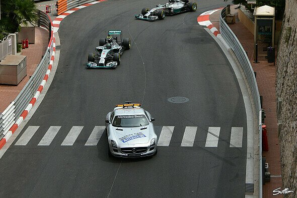 2015 kommt der stehende Re-Start nach einem Safety Car - Foto: Sutton