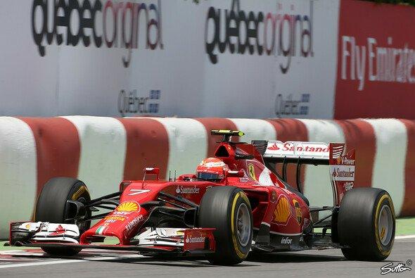 Kimi Räikkönen slidet wild herum