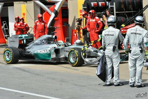 Ende im Gelände: Lewis Hamilton musste seinen Mercedes zum zweiten Mal in diesem Jahr abstellen