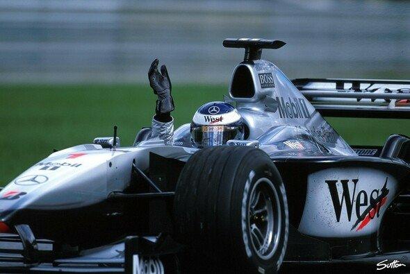 Mika Häkkinen tritt wieder in McLaren-Farben auf - Foto: Sutton