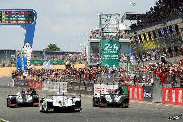 Die Zieldurchfahrt bei den 82. 24 Stunden von Le Mans - Foto: Sutton