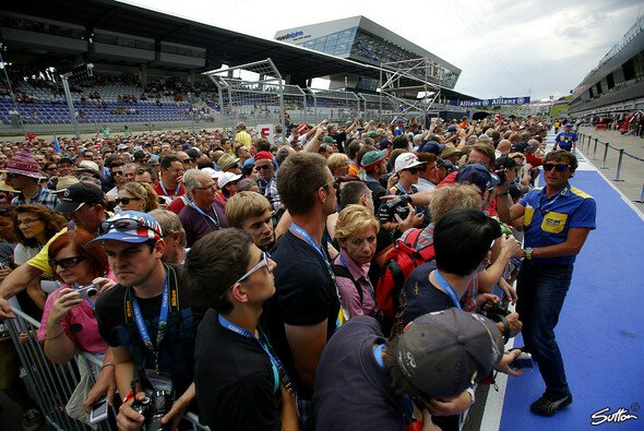 Mega-Andrang am Red Bull Ring: Die Formel 1 kommt in Österreich super an - Foto: Sutton