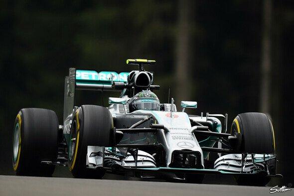 Rosberg markierte Bestzeit im 1. Training - Foto: Sutton