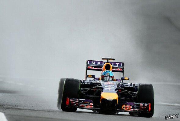 Sebastian Vettel nutzte den Regen für die erste Bestzeit 2014
