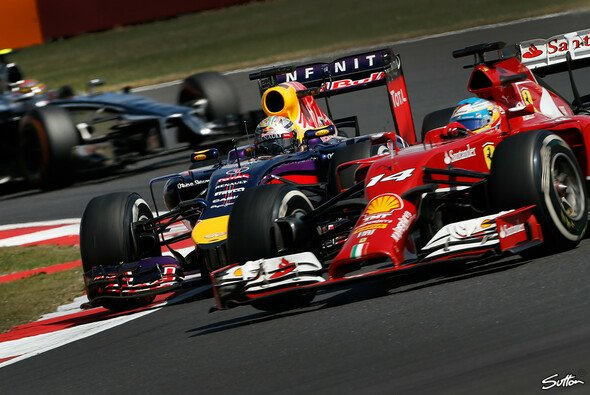 In Silverstone gab Vettel Alonso sauers, on- und offtrack - Foto: Sutton