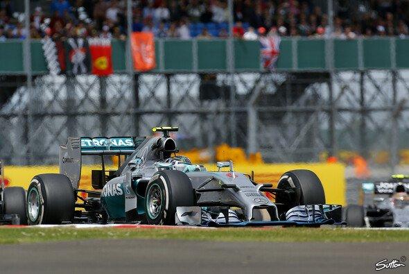 Nico Rosberg greift heute ins Lenkrad