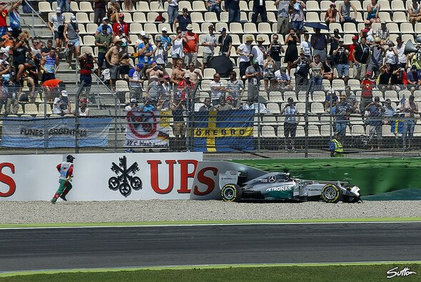 F�r Hamilton war das Qualifying nach dem Crash beendet - Foto: Sutton