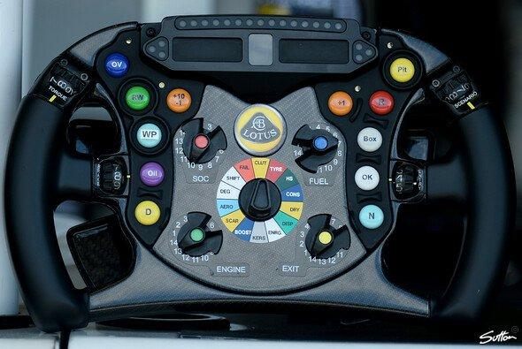 Lotus wird bei den Tests in Abu Dhabi ein Lenkrad mit großem Display erproben - Foto: Sutton