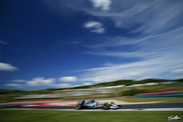 Dominiert Mercedes auch das Rennen in Ungarn? - Foto: Sutton