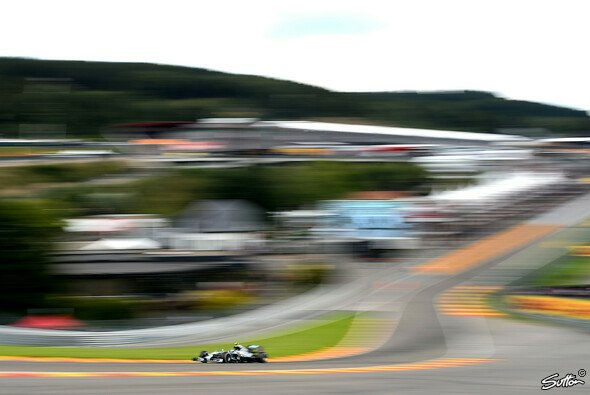 Mercedes gibt in Spa den Ton an